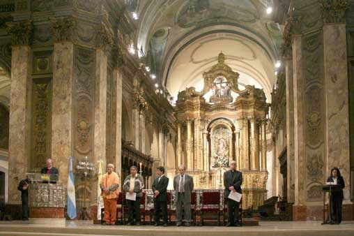 Cardinal Bergoglio with Bishop Swing in Buenos Aires Cathedral